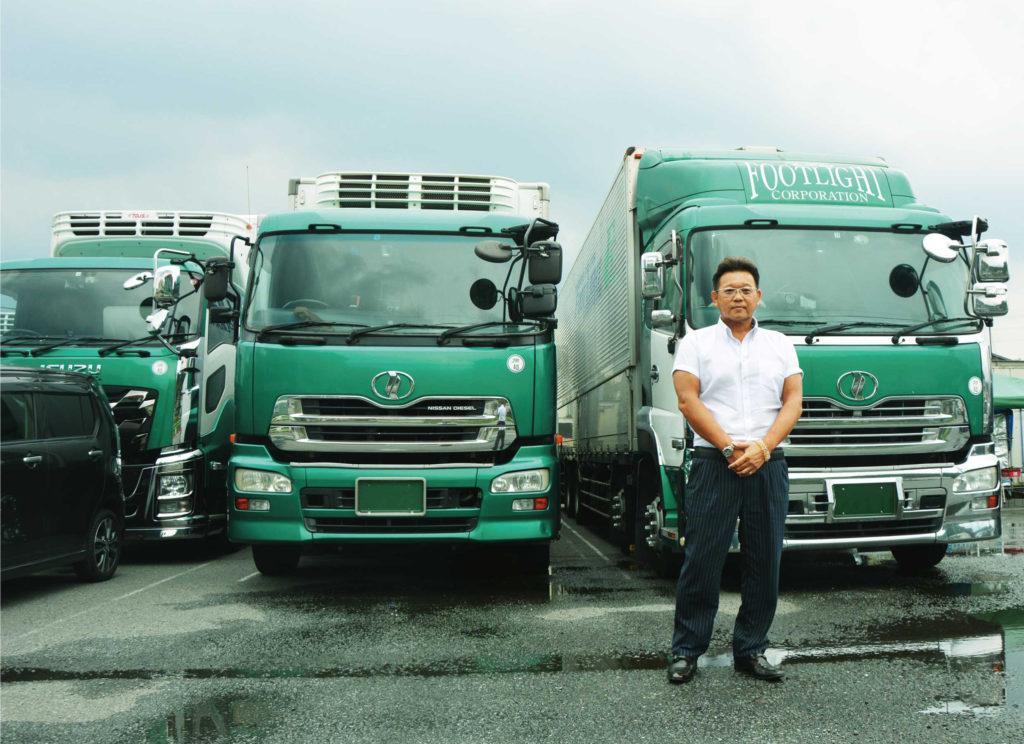 代表取締役 亀田 康一 氏とレンタル車両